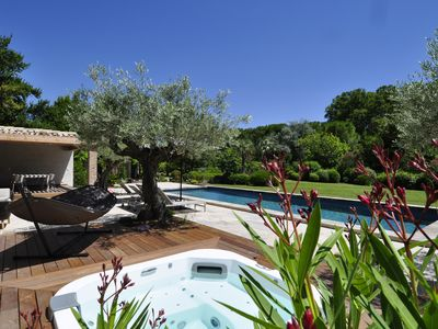 Photo for Saint Rémy de Provence, charming and comfortable house with heated pool, tennis