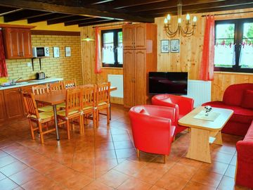Lovingly furnished wooden house near the beach, quiet area - Ferienhaus Maxi