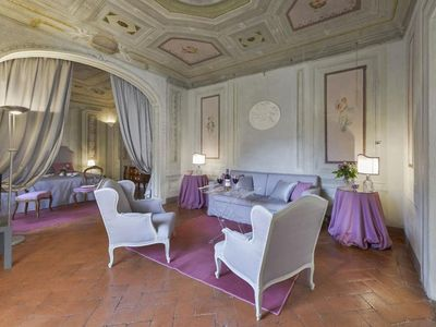 Photo for Spacious Maggio Frescoes apartment in Oltrarno with WiFi, integrated air conditioning & balcony.