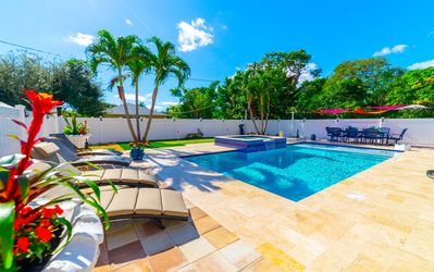 NEW LISTING!! Luxurious,Gorgeous house with heated pool&Jacuzzi 5mins to beach .