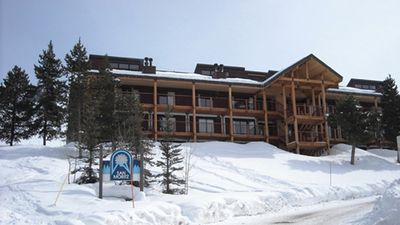 Photo for Huge Ski in Out Condo 4 Bdrm +Loft -Newly Remodeled-Hot Tub - Views!