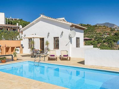 Photo for Cosy villa w/ fitted kitchen and pool 15 minutes from the beach and town