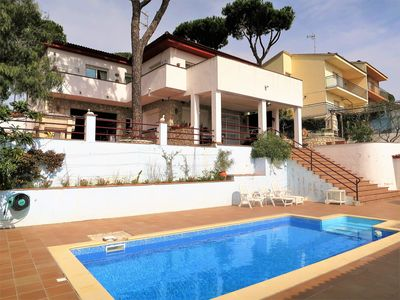 Photo for Pool, 5 bedrooms, garden, barbecue, terraces, quiet area in middle of the nature