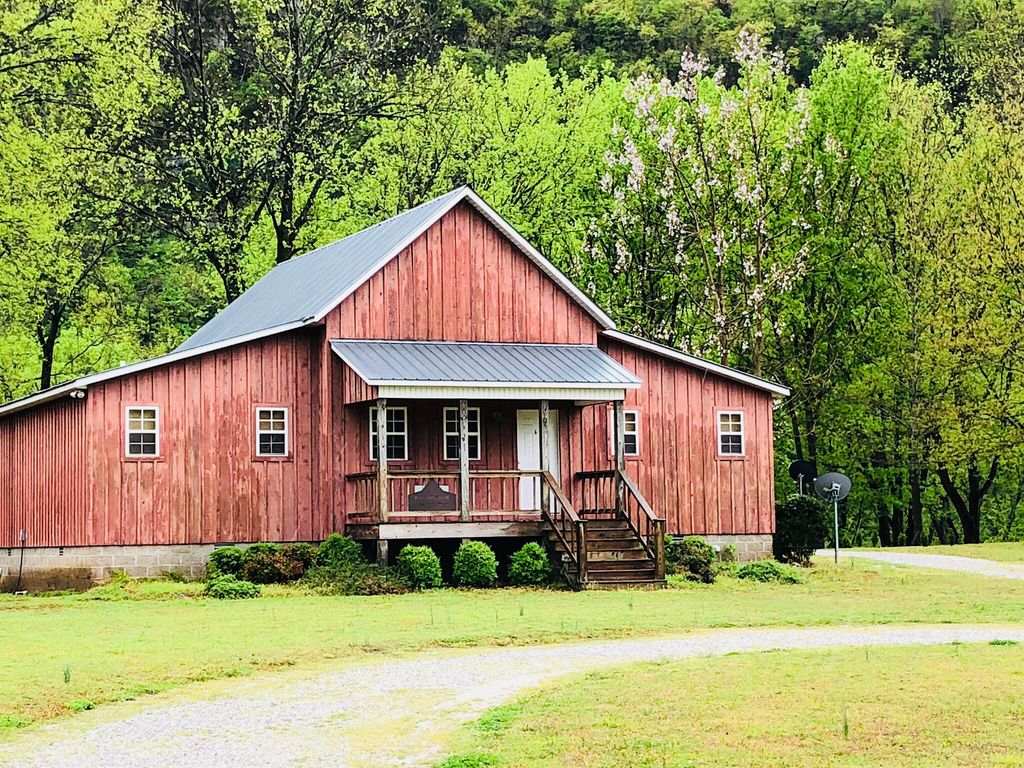 Red barn lodge on white river homeaway for White river cabin rentals arkansas