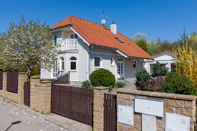 "IdyllicPrague Cherry Tree Cottage  only 13 minutes by bus from Prague Metro ""A"""