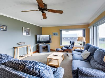 Photo for Comfortable and dog-friendly cottage, walk to Pacific Beach State Park!