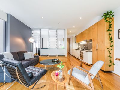 Photo for Modern trendy apartment in heart of Melbourne CBD