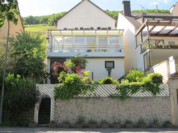 Holiday house with unobstructed Mosel view, winter garden, 6-10 persons, 3 bathrooms