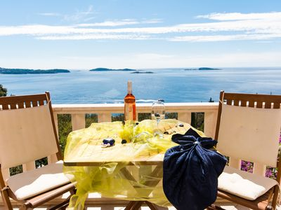 Photo for Apartment with pool, outdoor jacuzzi and Beautiful sea view near Dubrovnik