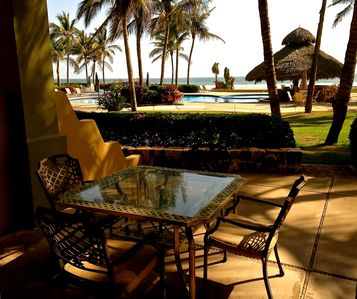 Photo for Beachfront 3BR/3BA on Spectacular Isla de la Piedra