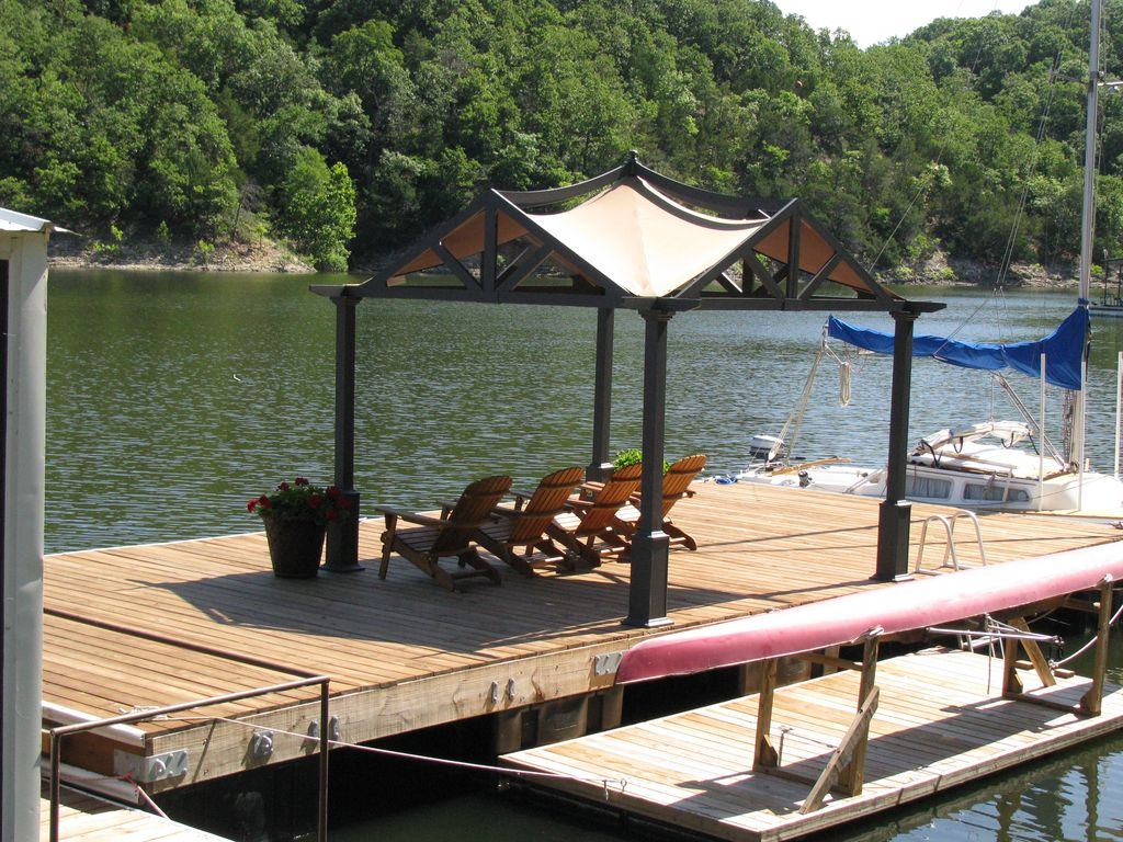 A Quiet, Secluded Lakeside Get a Way