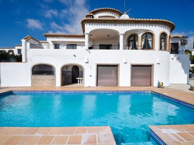 Photo for Beautiful Andalusian-style villa with stunning views
