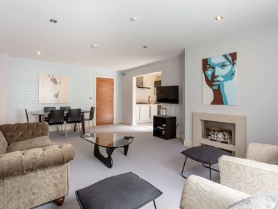 Photo for Stylish 2bed Apt With Free Parking/Elevator