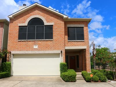 Photo for 4 BED 2.5 BATH HOME with garage in gated community, 1 mile from the NRG grounds!