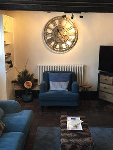 Photo for PERFECT LOCATION RIGHT IN THE CENTRE OF RYE.  SLEEPS 4- 5 GUESTS.