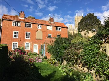 Stunning Listed Cottage, Fantastic Location in Historic Uphill Lincoln