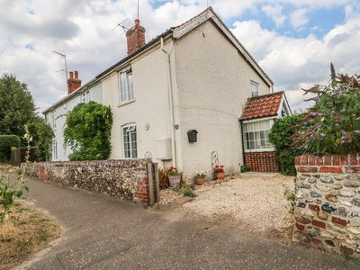 Photo for MEGS COTTAGE, pet friendly, with a garden in Norwich, Ref 21440