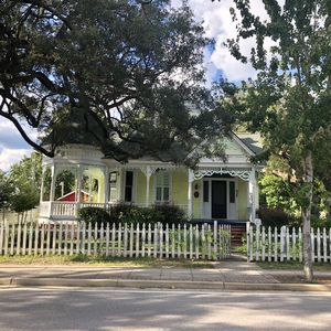 Historical Home downtown, 2 blocks to the Beach, Casinos and Restaurants!