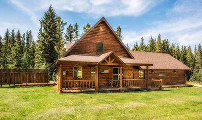Photo for Family-Friendly Cabin With Private Hot Tub On The Deck!