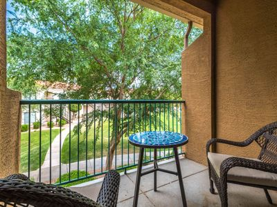 Photo for Lakefront condo with community pool and hot tub!