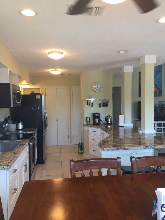 Completely updated canal house in Sea Isle