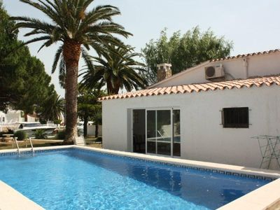 Photo for Villa with pool in marina Empuriabrava- splendid garden