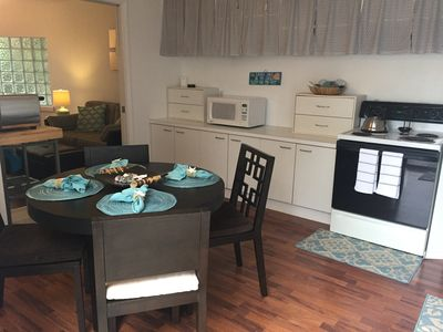 Photo for Adorable 1 Bedroom, 1 Bath guesthouse < 1block to Lido Beach