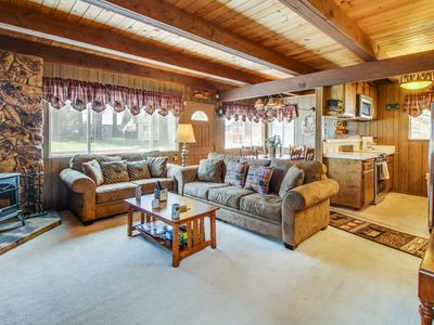 Photo for Cozy alpine getaway w/ entertainment, near top-tier skiing!