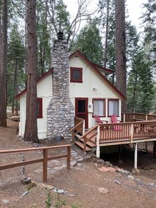 Pondering Pines Cabin/Quiet/Surrounded by NON vacation rentals/Lake Membership