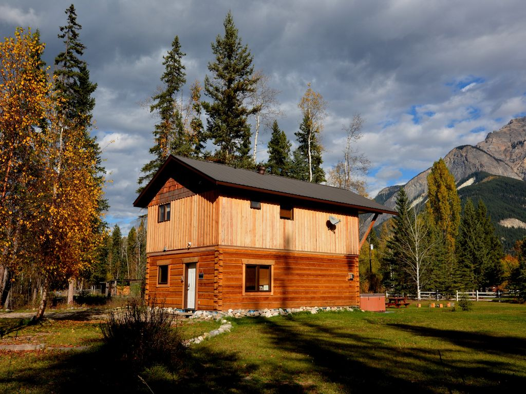 Kicking Horse Kabins - Luxury Canada Select 4 1/2 * Log Home