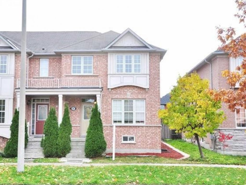 Bright Cozy 3BR Townhouse in Richmond Hill, convenient location near Go Station & shopping