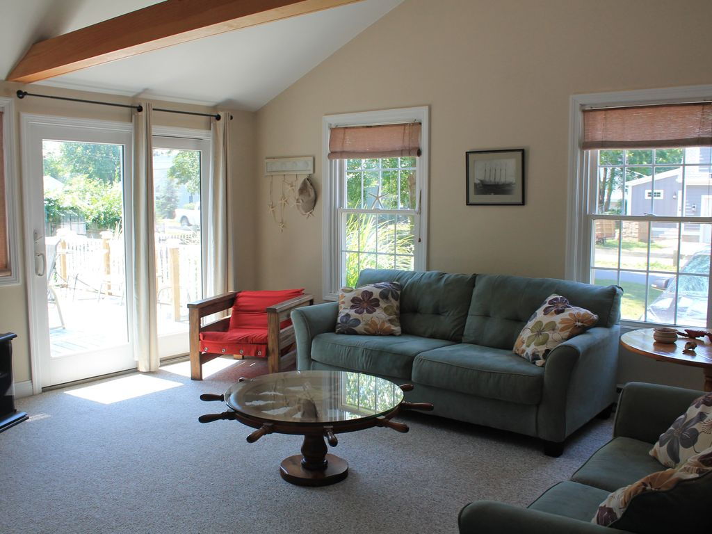 what to do with a living room charming 2 bedroom cottage vrbo 27273