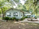 2BR Cottage Vacation Rental in Stonewall, Texas