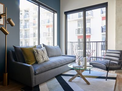 Photo for Sonder | Mill Ave | Vibrant 1BR + Sofa Bed