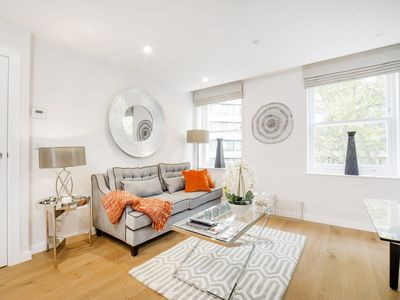 Photo for Stylish Boutique One Bedroom in Kensington