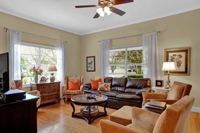 Super cozy living room seats 7 plus extra chairs available,