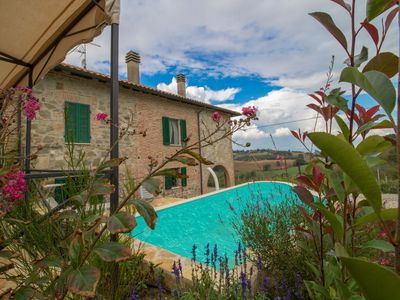Photo for Cosy apartment for 4 guests with WIFI, hot tub, private pool, TV, balcony, pets allowed and park...