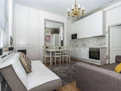 Photo for A Bright Cosy 2 Bedroom Apartment In Zone 2 -Heart Of Shepherds Bush