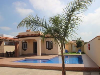 Photo for Holidayhome with private pool and fantastic covered barbecue-area, only 300m from Conil, sleeps 6, with WiFi