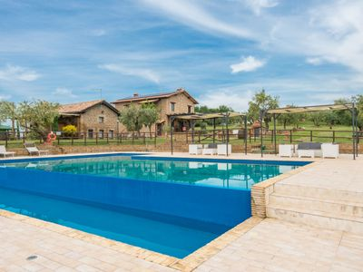 Photo for Apartment Le Ginestre in San Polo - 6 persons, 3 bedrooms