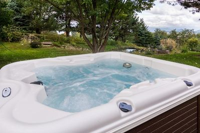 Hot Tub at Glade Mountain Top Retreat