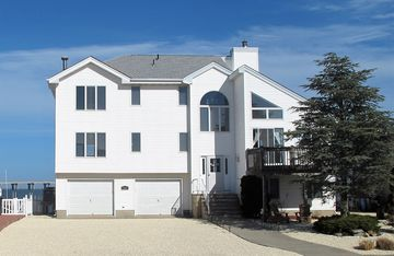 Bay Front Home - Watch the sun rise over LBI. Pier for Boat/Swim/SUP/Kayak/Crab
