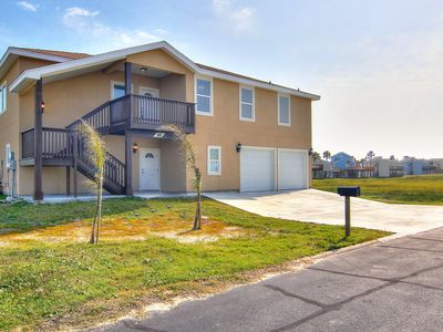 Photo for 4 bed/3 bath! Beach Access! Ping Pong Table! Stay Mon-Wed for half price!
