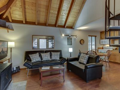 Photo for Cozy, dog-friendly home w/ private hot tub, four SHARC passes, close to Village!