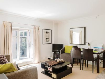 Photo for Cosy 1 Bed w/Balcony in Pimlico