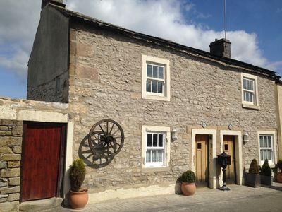 TweedleDee Cottage a romantic cottage for 2 with woodburner, wifi & 4 poster bed