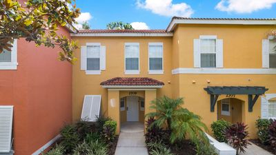 Photo for Well located 3 bedroom townhome close to Disney attractions, in Emerald Island
