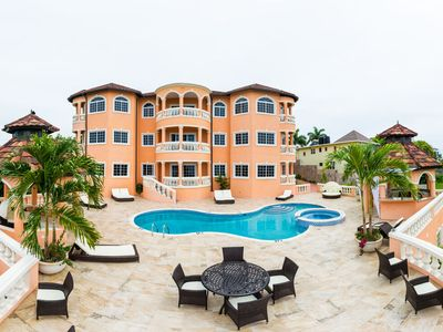 GRAND ELEGANCE! CHEF! POOL! BUTLER SERVICE! SWIMMING POOL! FAMILY REUNIONS