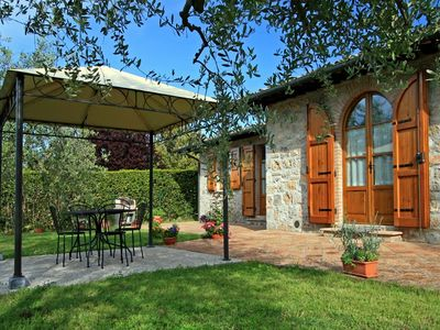 Photo for Tuscany farmhouse with private pool and garden for al fresco dining