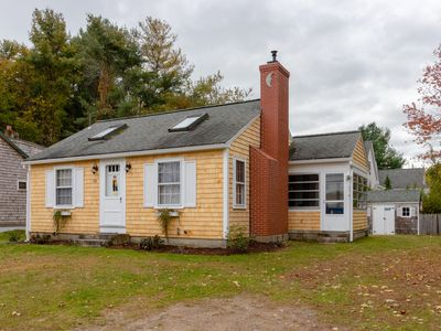 Photo for Cozy cottage w/sunroom, gas fireplace-near Drakes Island Beach